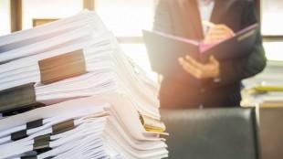 業務効率の悪さを感じる人事労務の6割が「紙の書類管理が煩雑」 SmartHRが調査