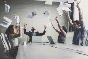 「プレミアムフライデー」1周年記念 サイボウズが働き方改革の実態を調査