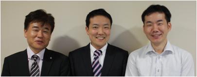 左から、弊社佐野、株式会社コーポレートプレスメント 取締役 小沢 栄士 様、弊社中村<br />