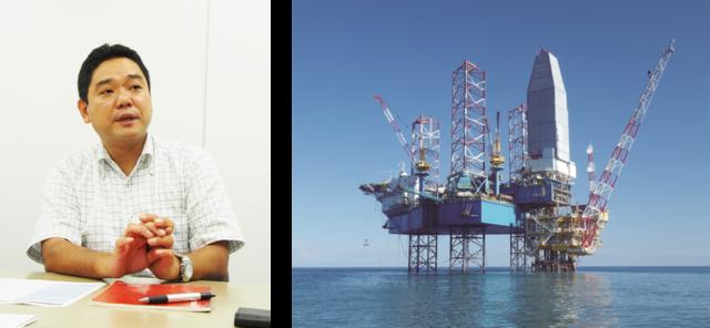 左:日本海洋掘削株式会社 総務部担当課長 山下康人氏<br /> 右:日本海洋掘削株式会社では、海底の油田・ガス田などを採掘するための「井戸」の掘削を行っている